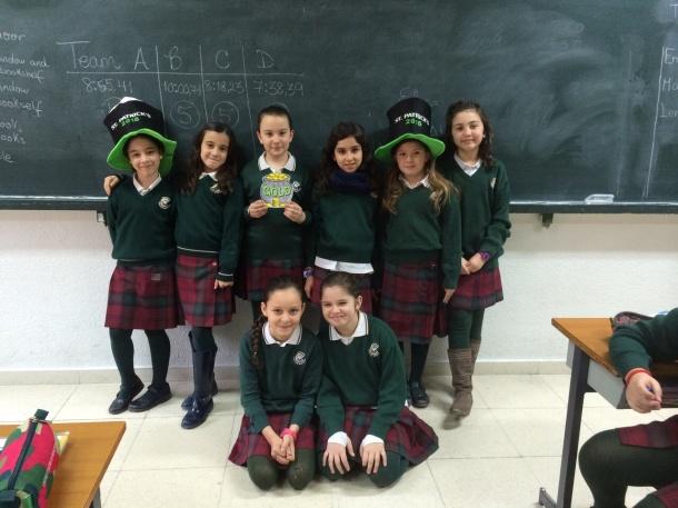 De izquierda a derecha: Noelia Carrasco, Daniela, Elena, Iria, Marta y Noelia Gañan. Delante: Laura y Sara del Moral
